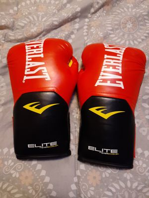 Brand New never used Everlast boxing gloves 14oz. Asking 20$ for Sale in Stockton, CA