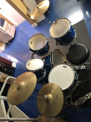 "Pearl EXR Drum Set in excellent condition with 14 "" hat cymbals a plus for Sale in Miami, FL"