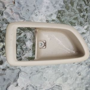Interior Inside Door Handle Right Passenger Side Beige for 00-04 Toyot - $10 (Pawtucket) for Sale in Pawtucket, RI