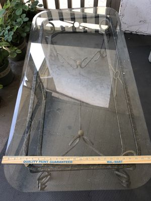 Free Outdoor table for Sale in Bellevue, WA
