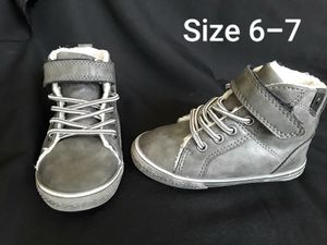 Nice Boots Shoes Size toddler 6-7 for Sale in Phoenix, AZ