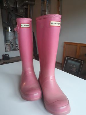 Girls size 4 hunter boots pink for Sale in Tacoma, WA