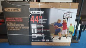 Lifetime Basketball Hoop System 44 for Sale in Corona, CA