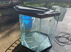 40 Gallon Fish Tank (Needs to go ASAP) for Sale in Nashville, TN