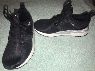 PUMA SIZE 6 for Sale in Clyde,  TX