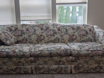 Couch for Sale in Lake Stevens,  WA
