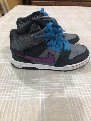 Nike SB Boys size 1 Y for Sale in Covina, CA