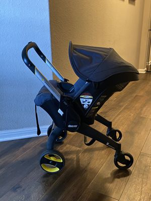Navy Doona Infant Stroller/Car Seat plus Two Latch Bases for Sale in Hutto, TX