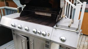 Gas bbq with rotisserie and side burner works good just replaced everything last year for Sale in Marysville, WA
