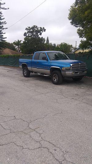2001 DODGE RAM V8 5.9L 4x4 automatic transmission for Sale in Kenneth City, FL