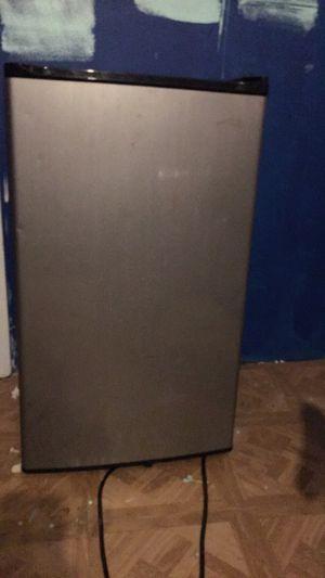 Mini fridge for Sale in San Antonio, TX
