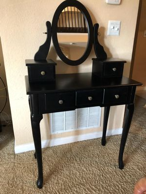 Makeup vanity for Sale in Orlando, FL