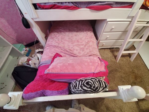 Kids lower bunk bed