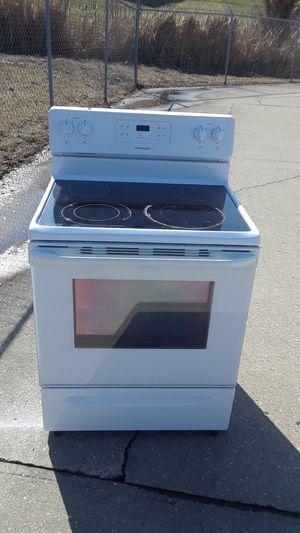 FRIGIDAIRE flat top electric stove. for Sale in Cincinnati, OH