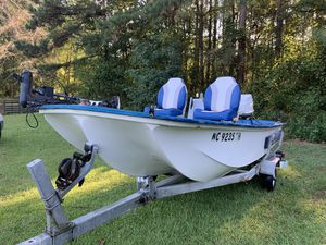 bass boat 14' 55hp with trailer 14' long for Sale in Four Oaks, NC