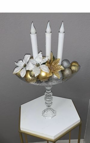 Gold and silver Christmas centerpiece for Sale in Kissimmee, FL