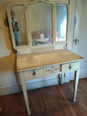 Old Vanity table w/key mirror for Sale in Tigard, OR