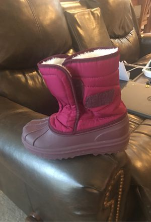 Children's place girls snow boots size 13 for Sale in Goodyear, AZ