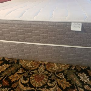 Queen Mattress Set Box Spring Bed Frame for Sale in Lynnwood, WA