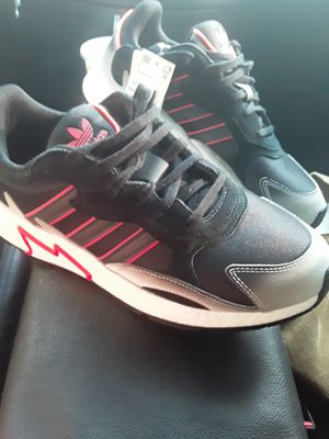 Brand New addidas shoes mens size 10 for Sale in Bowie, MD