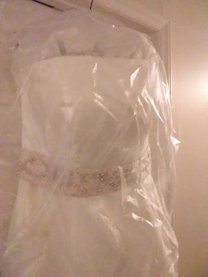 Size 18w Ivory/champagne wedding dress w/ Ivory Cathedral veil for Sale in Greensboro, NC