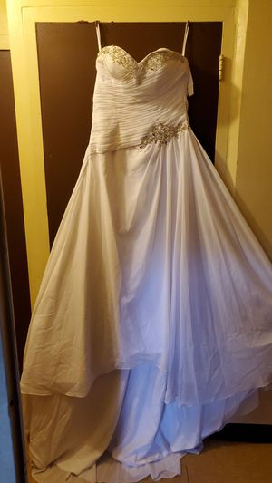 White dress with trian and veil for Sale in Philadelphia, PA