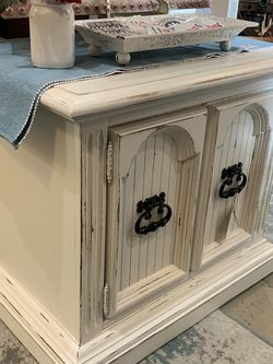 Refinished White Farmhouse End Table/Nightstand for Sale in Bonney Lake,  WA