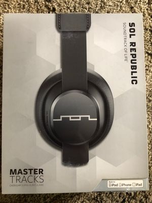 """SOL REPUBLIC Master Tracks X3 Over-Ear Headphones - Noise Isolation, Club Like Sound, Mic + Music & Siri Control, 14"""" Adapter for Sale in Chico, CA"""
