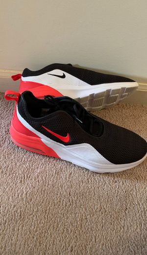 NIKE black, red& white gym shoes for Sale in Redford Charter Township, MI