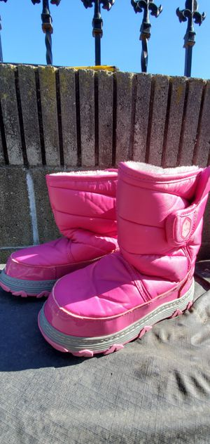 KHOMBU BRAND KIDS (SIZE 1 )SNOW BOOTS PRE-OWNED IN GOOD CONDITION for Sale in Lynwood, CA