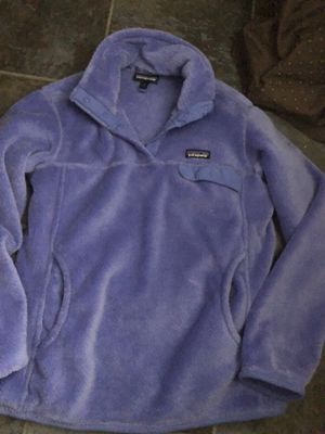 Patagonia women's pullover size large $60 like new condition. Pick up only River oaks Qt 2601 Jacksboro Hwy. 76114 for Sale in Fort Worth, TX