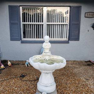 Soilid Concrete fountain for Sale in Plant City, FL