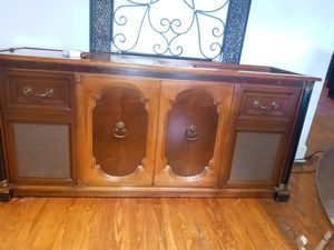 Beautiful piece of stereo antique in working condition everything works on it for Sale in St. Louis, MO