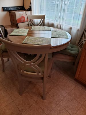 Round dining table with leaf and four chairs. Cushions and placemats included. Make offer. for Sale in Orting, WA