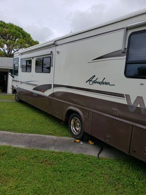 2000 Winnebago Adventure 37G will consider partial trades for Sale in North Port, FL