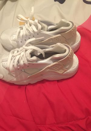 Nike huaraches (white) size 6.5 for Sale in Orlando, FL