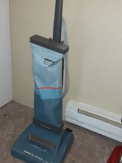 Hoover elite 6 Upright vacuum for Sale in Puyallup,  WA