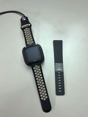 Fitbit Versa for Sale in Beaumont, TX