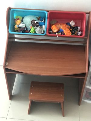Kids desk for Sale in Pembroke Park, FL