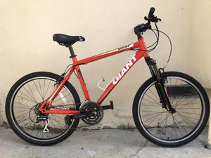 Giant Boulder SE mountain bike in excellent condition bicycle for Sale in Culver City, CA
