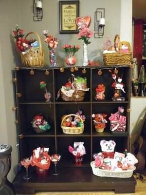 Valentines day gift sets for Sale in Azalea Park, FL