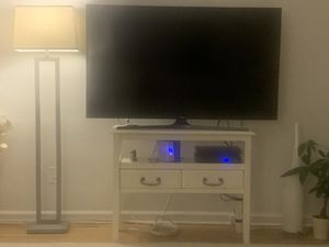 Pier 1 imports tv stand/accent table in ivory. Up to 60 inch tv for Sale in New York, NY