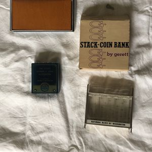 Washington Bank Coin Holder And Wallet for Sale in Tacoma, WA