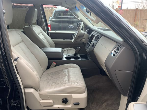 2011 Ford EXpedition XLT 4X2 V8