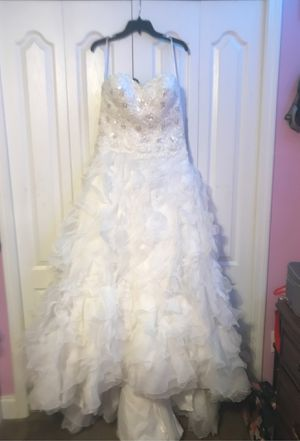 White Wedding Dress with train. SIZE 10 from David's Bridal for Sale in Gulf Breeze, FL