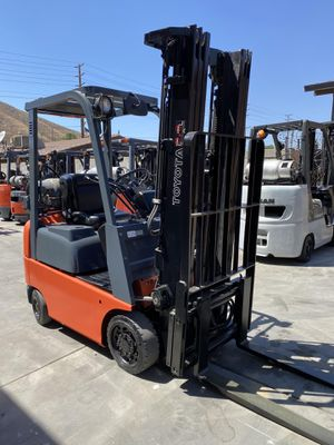 2004 TOYOTA FORKLIFT FOR SALE for Sale in Lakewood, CA