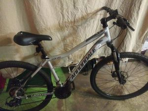Cannondale Womans Foray for Sale in Deltona, FL
