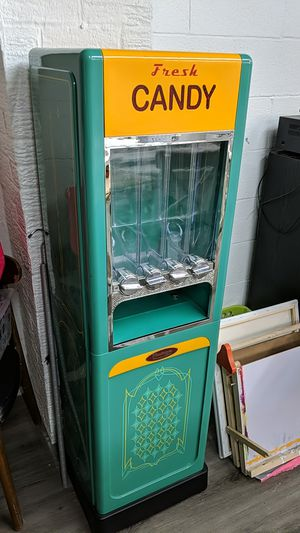 Candy Machine for Sale in UPPR Saint CLAIR, PA