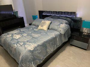 Manhattan black queen bedroom set for Sale in Estero, FL
