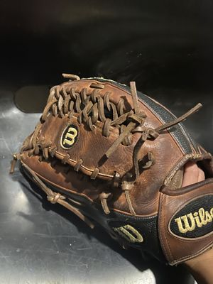 Wilson A2000 Left Hand Throwing Outfielder Baseball Glove for Sale in Philadelphia, PA